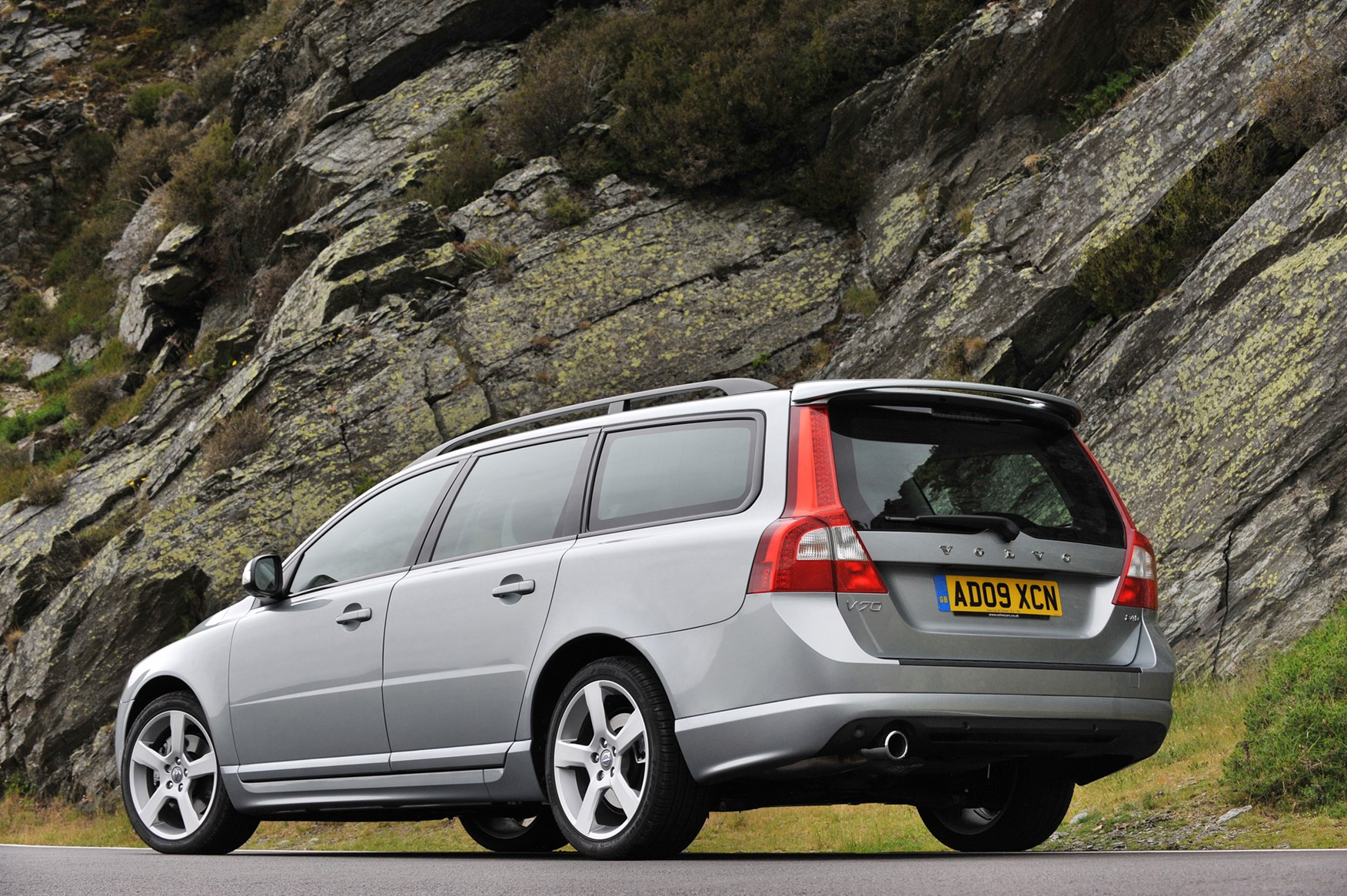 Volvo V70 Estate Review (2007 - 2016) | Parkers
