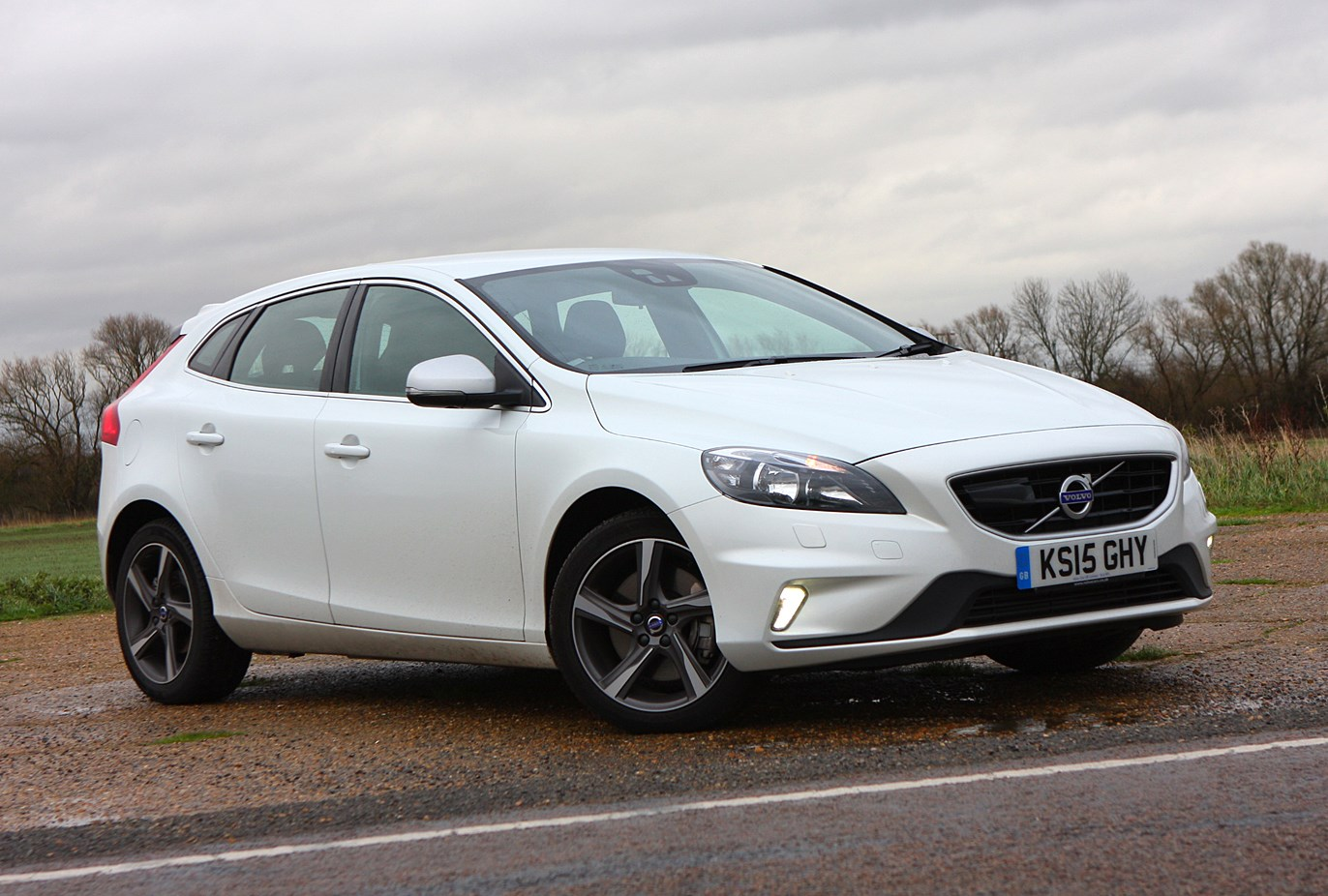 volvo v40 hatchback review 2012 parkers. Black Bedroom Furniture Sets. Home Design Ideas