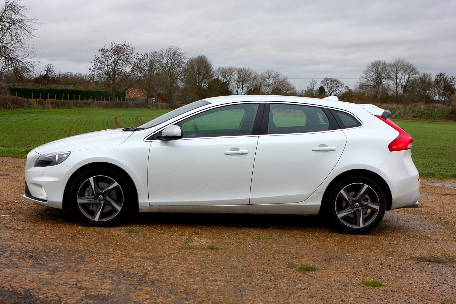 Used Cars For Sale In Ct >> Volvo V40 Hatchback (2012 - ) Features, Equipment and Accessories | Parkers