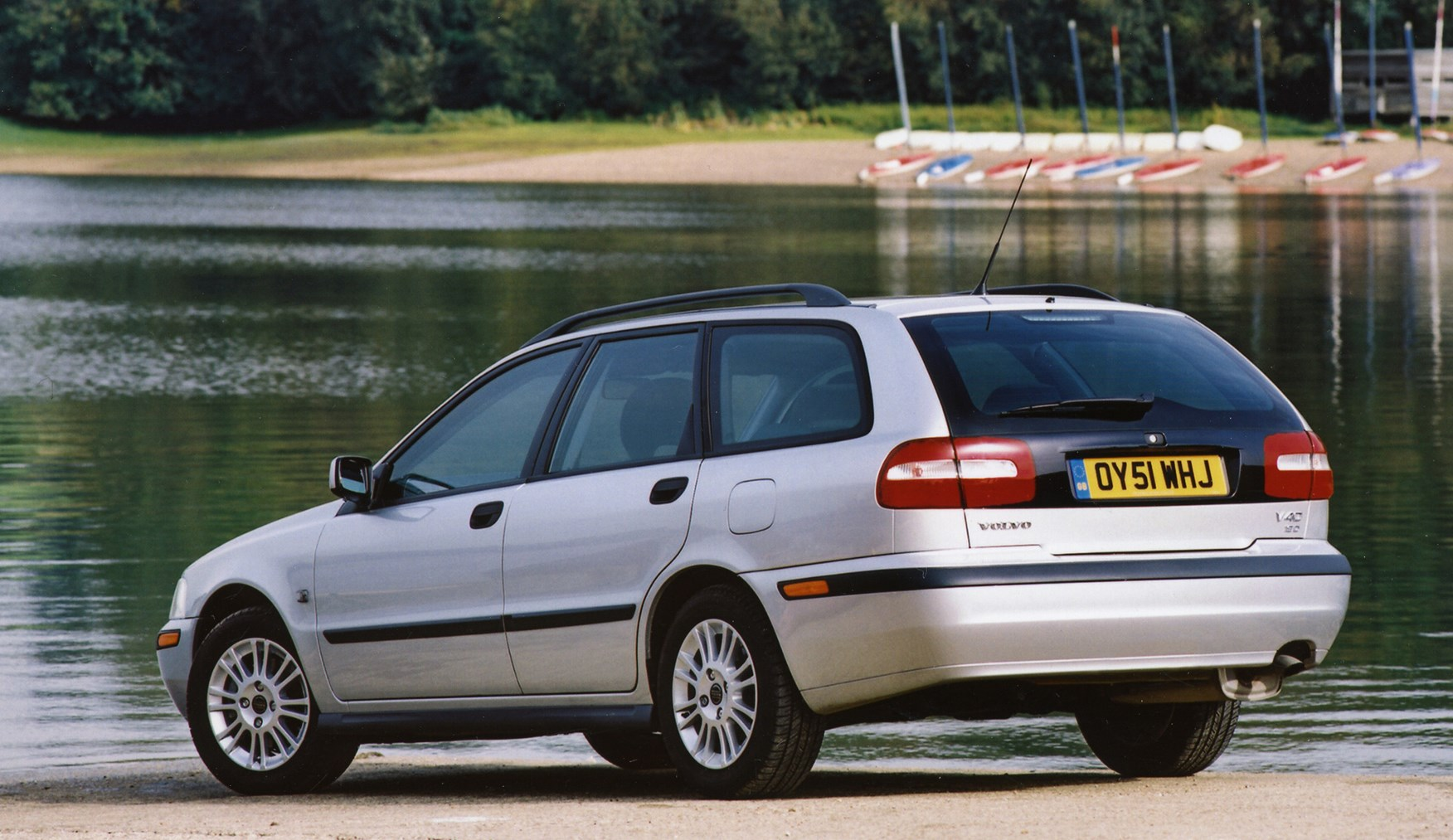 volvo v40 estate review 1996 2004 parkers. Black Bedroom Furniture Sets. Home Design Ideas
