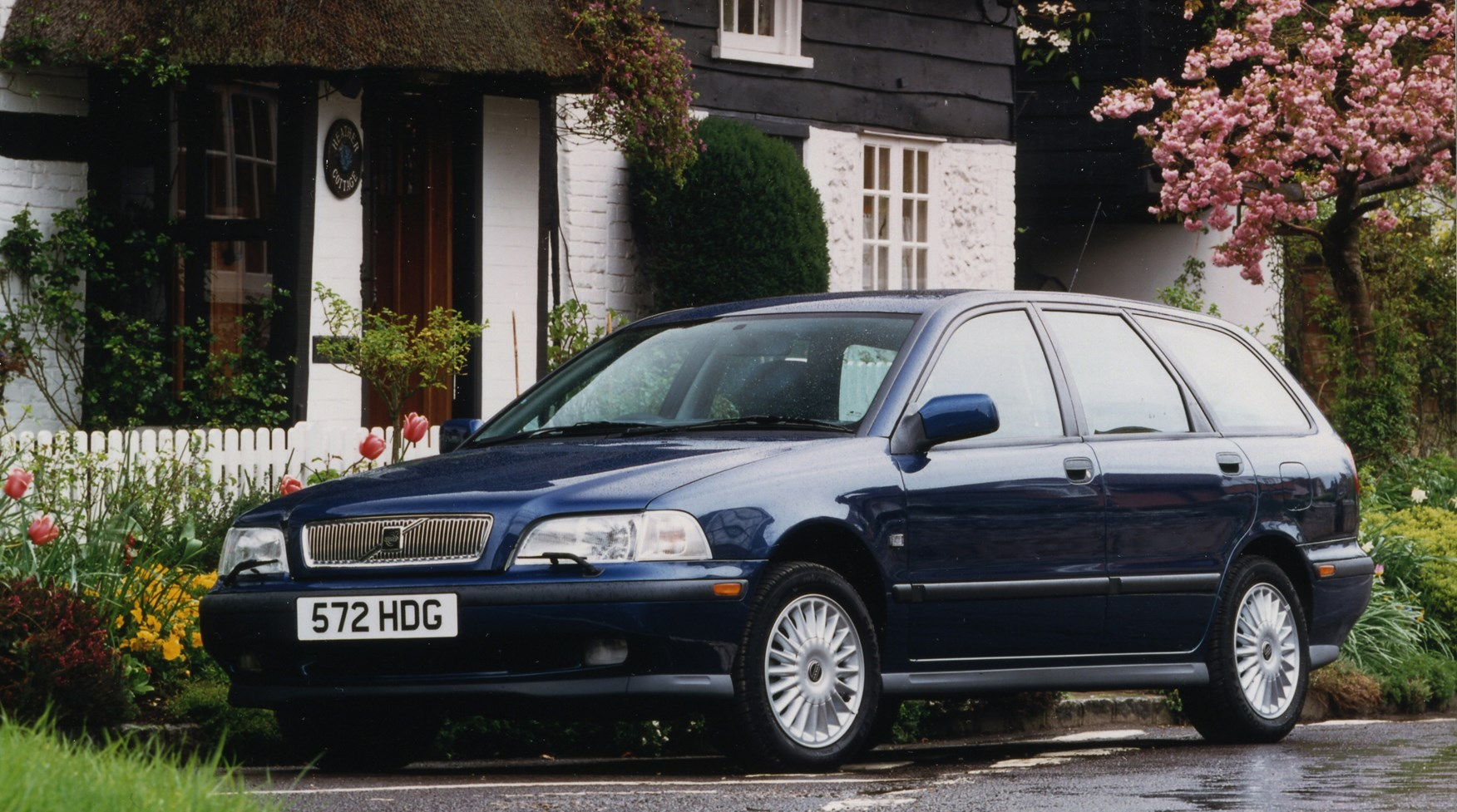 volvo v40 estate review 1996 2004 parkers rh parkers co uk 2000 Volvo S40 Firing Order 1999 volvo s40 owners manual pdf