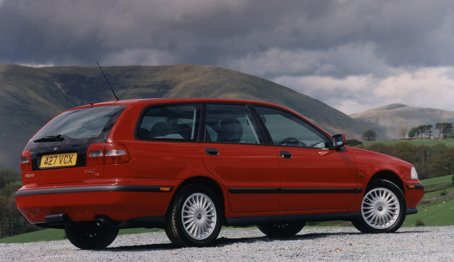 Volvo V40 Estate Review 1996 2004 Parkers V4 0 Wagon