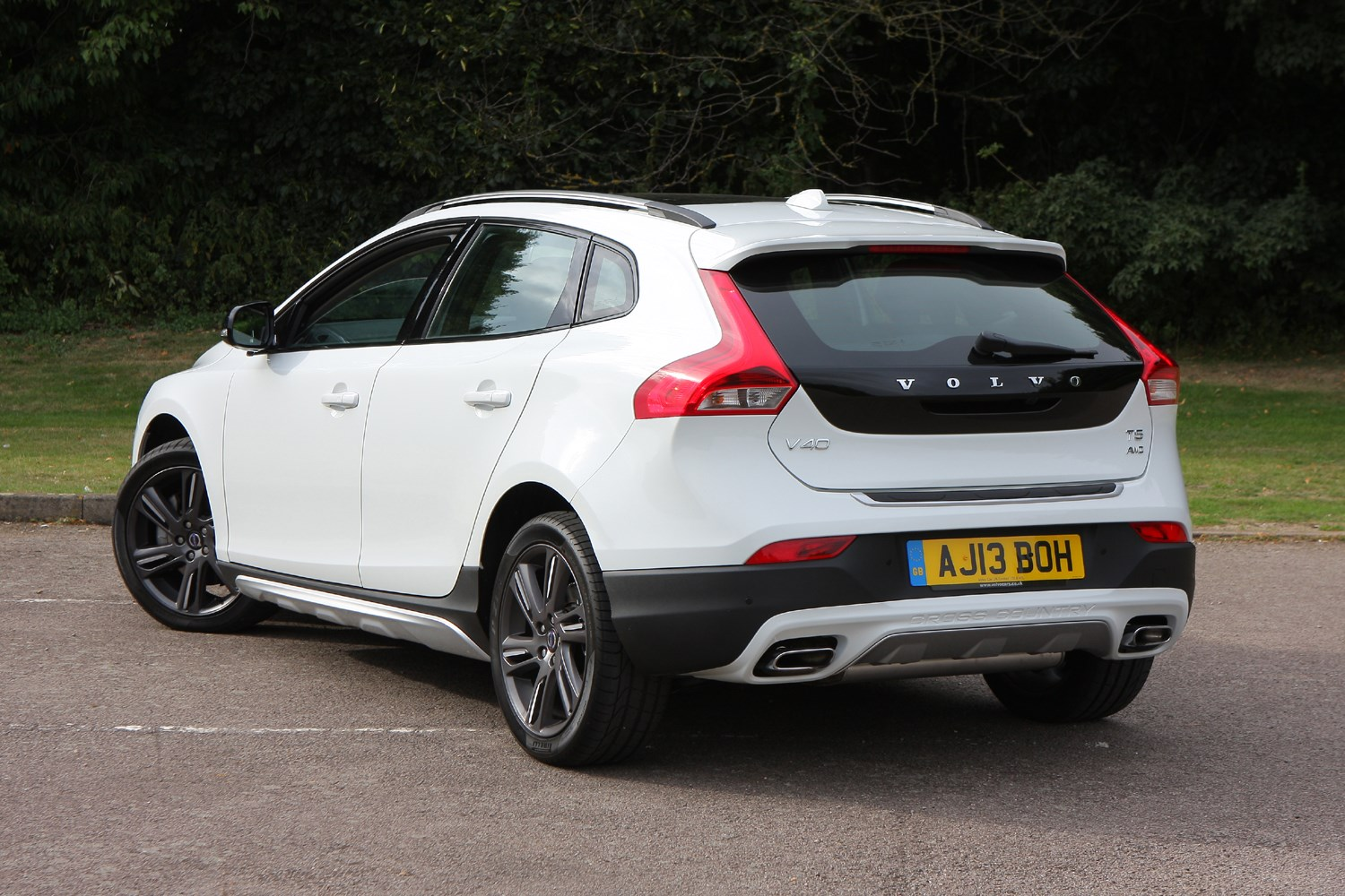 volvo v40 cross country 2013 running costs parkers. Black Bedroom Furniture Sets. Home Design Ideas