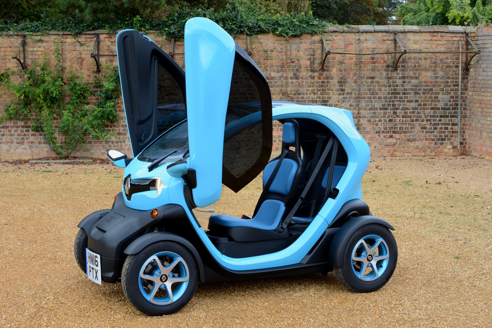 renault twizy coupe 2012 features equipment and. Black Bedroom Furniture Sets. Home Design Ideas