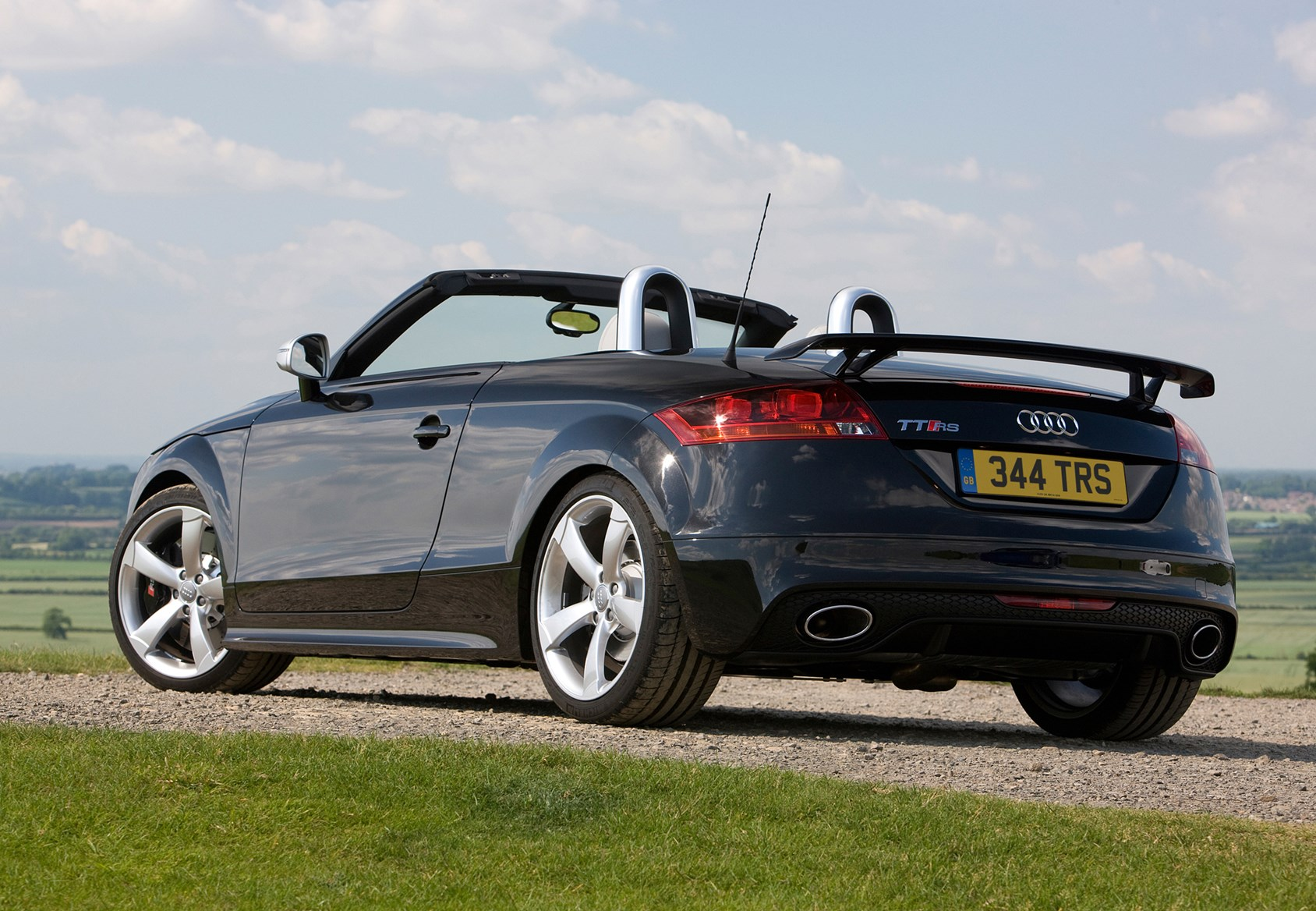 audi tt rs 2009 2014 buying and selling parkers. Black Bedroom Furniture Sets. Home Design Ideas
