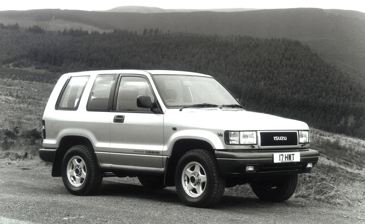Isuzu Trooper Station Wagon Review (1992 - 2003) | Parkers