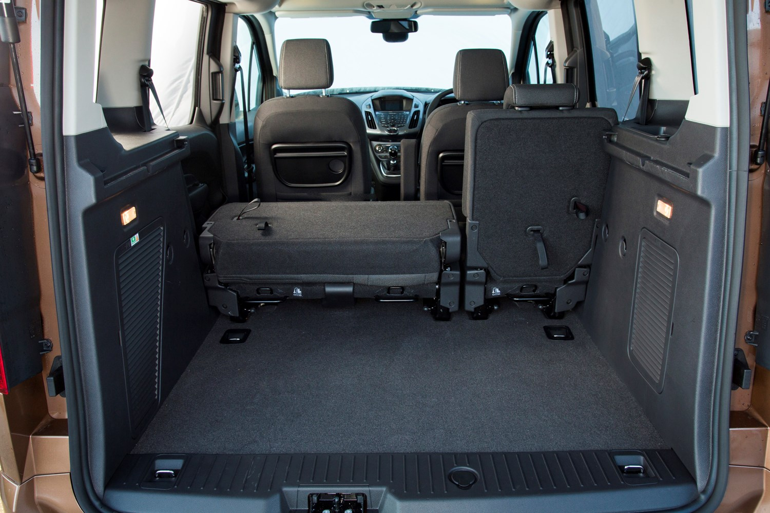 Ford tourneo connect estate review 2013 parkers for Interiores 2016