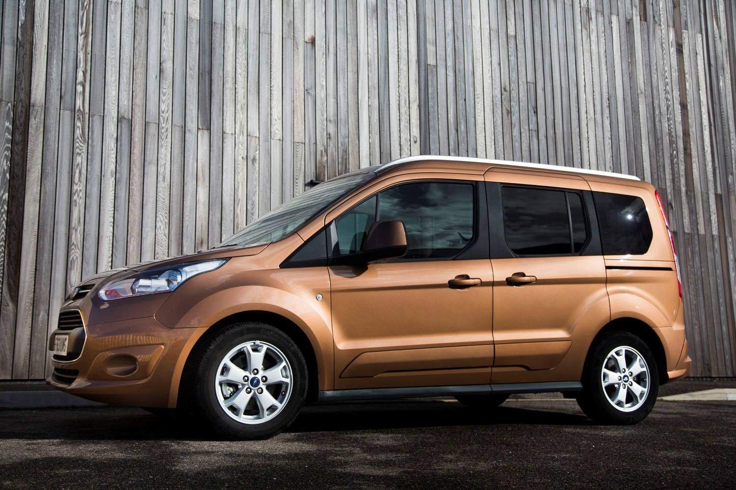 ford tourneo connect estate review 2013 parkers. Black Bedroom Furniture Sets. Home Design Ideas
