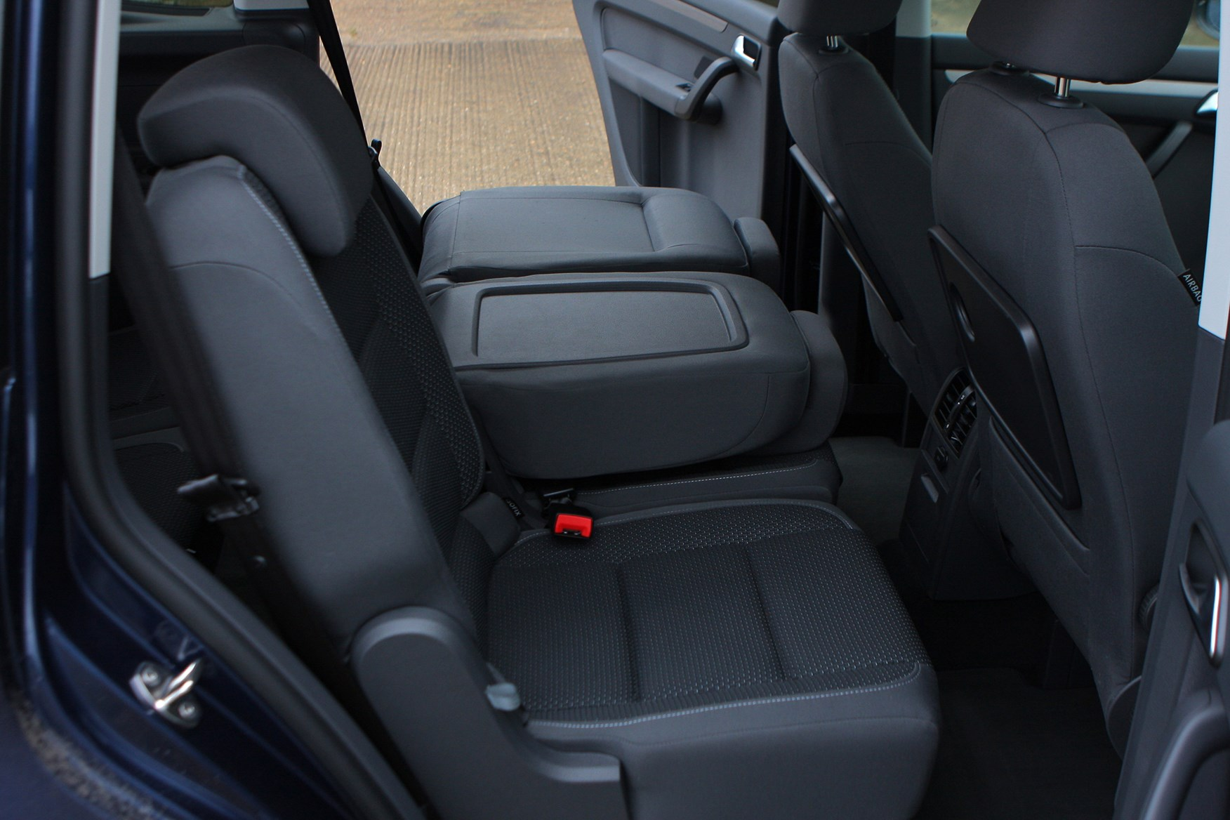 Volkswagen touran estate 2010 2015 features equipment for Interior touran