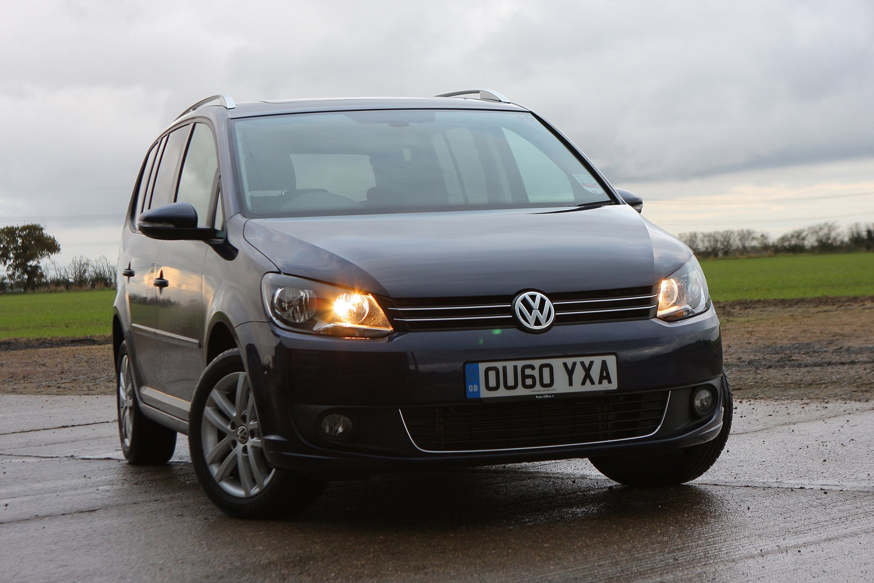 volkswagen touran estate 2010 2015 photos parkers. Black Bedroom Furniture Sets. Home Design Ideas