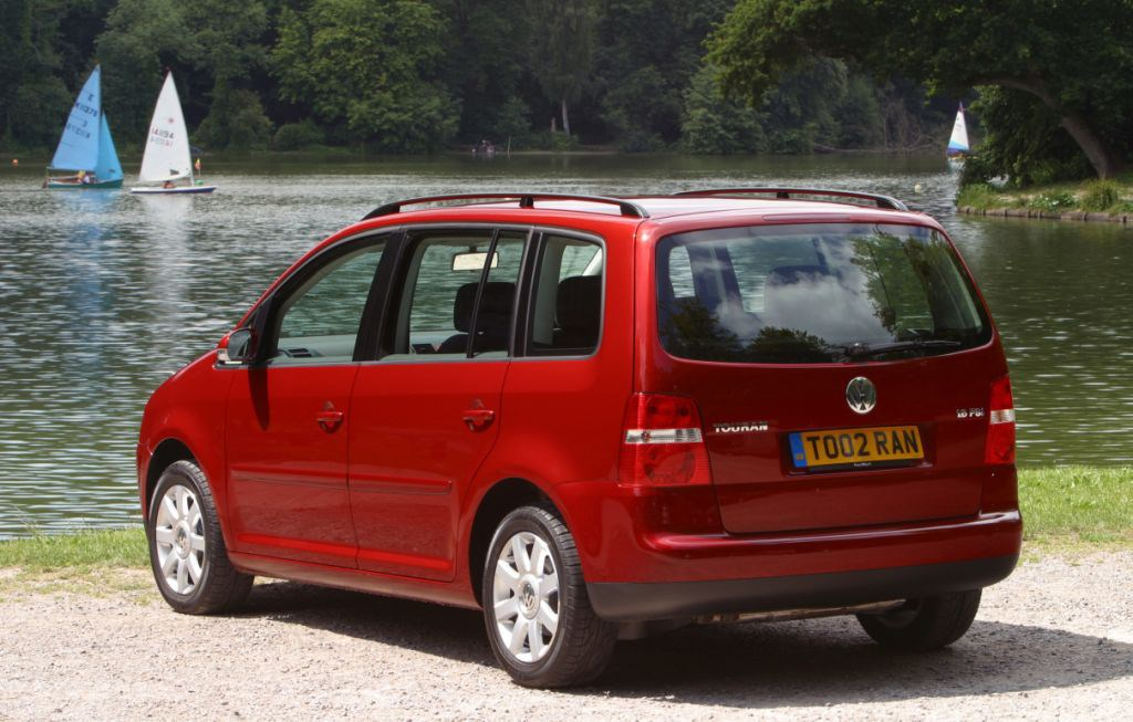 volkswagen touran estate review 2003 2010 parkers. Black Bedroom Furniture Sets. Home Design Ideas