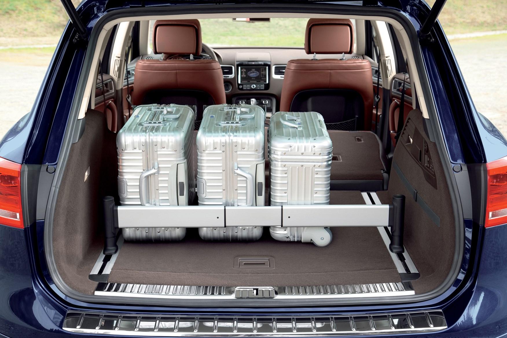 volkswagen touareg estate review   parkers