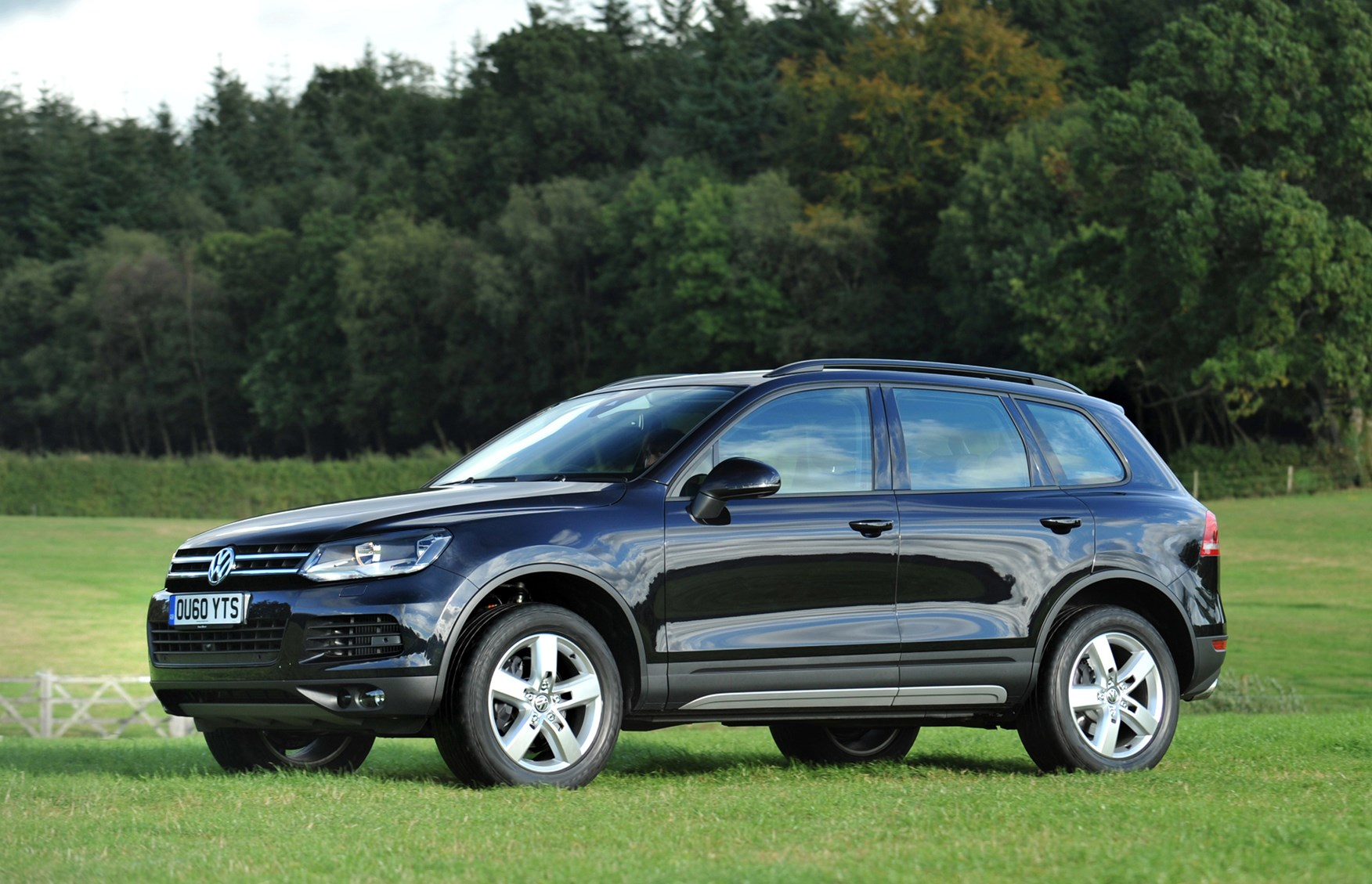 volkswagen touareg estate review 2010 parkers. Black Bedroom Furniture Sets. Home Design Ideas