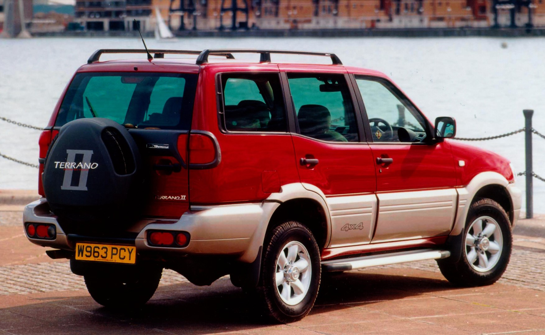 Best Used Family Car >> Used Nissan Terrano Station Wagon (1993 - 2007) Review | Parkers