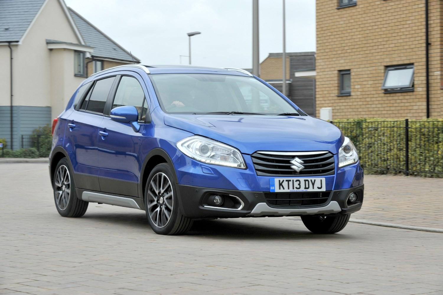 suzuki sx4 s cross review parkers. Black Bedroom Furniture Sets. Home Design Ideas