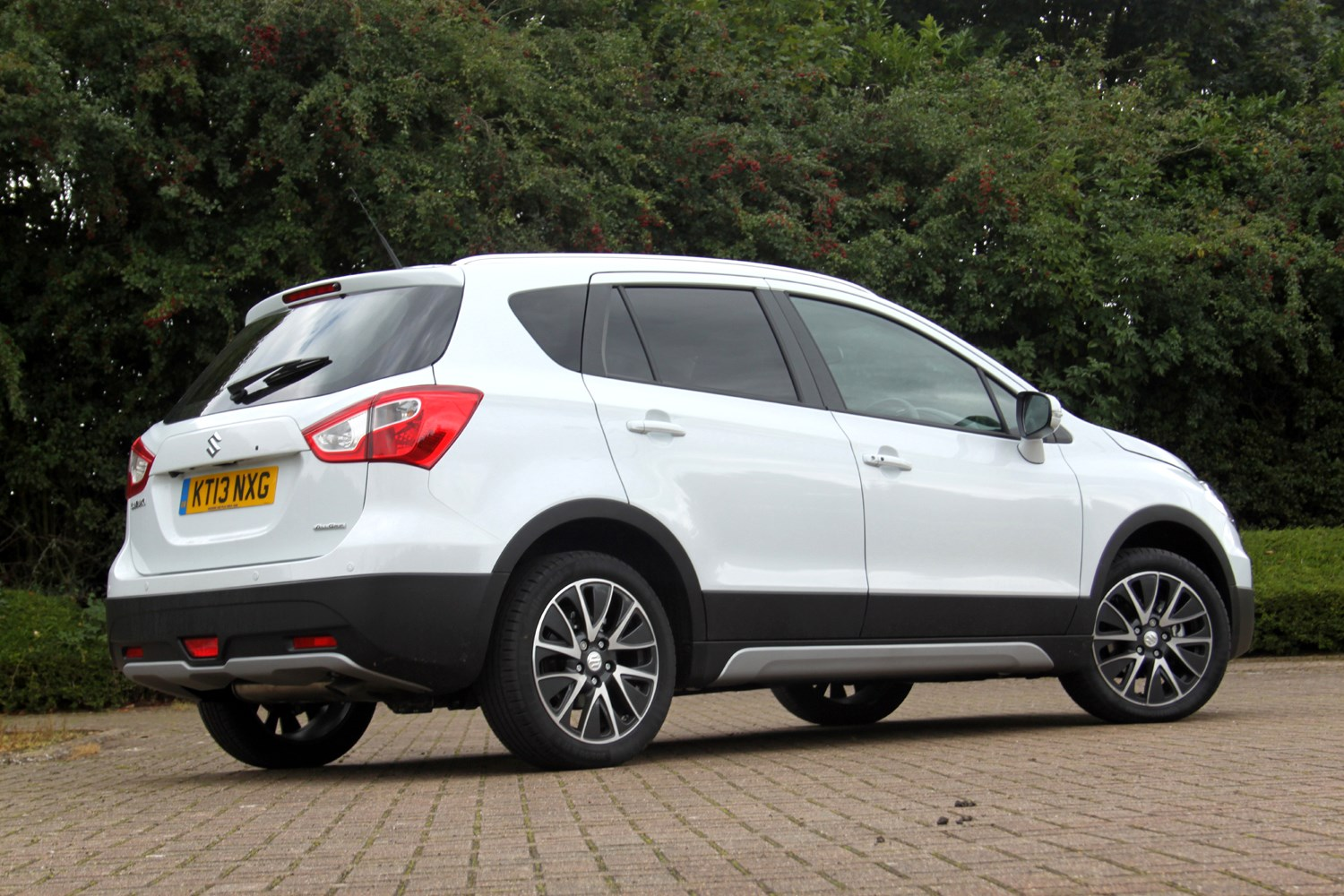 suzuki sx4 s cross hatchback review 2013 parkers. Black Bedroom Furniture Sets. Home Design Ideas