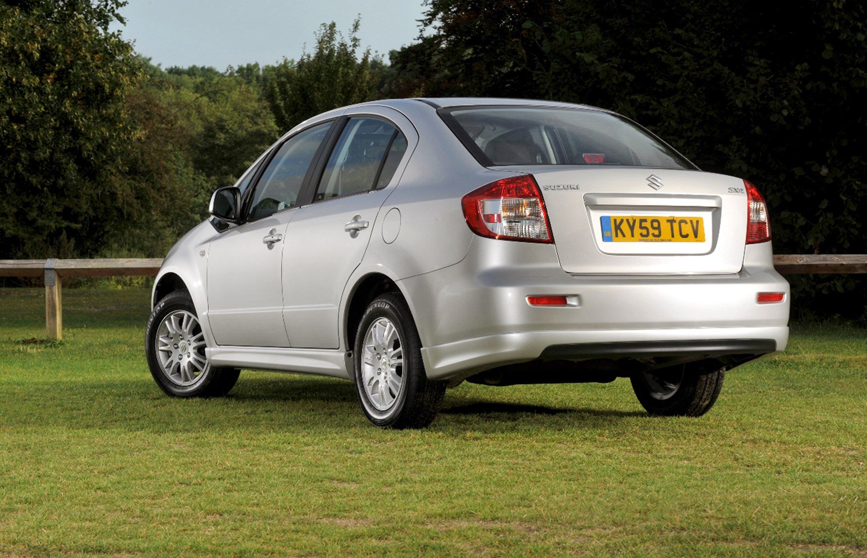 suzuki sx4 saloon review 2009 2011 parkers