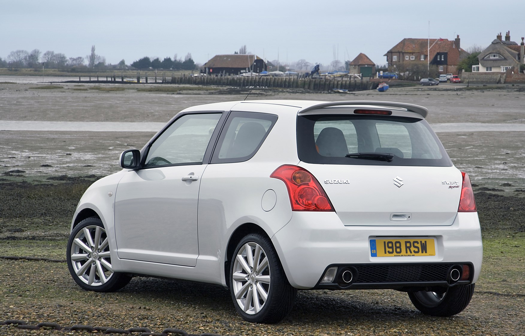 suzuki swift sport review 2006 2011 parkers. Black Bedroom Furniture Sets. Home Design Ideas