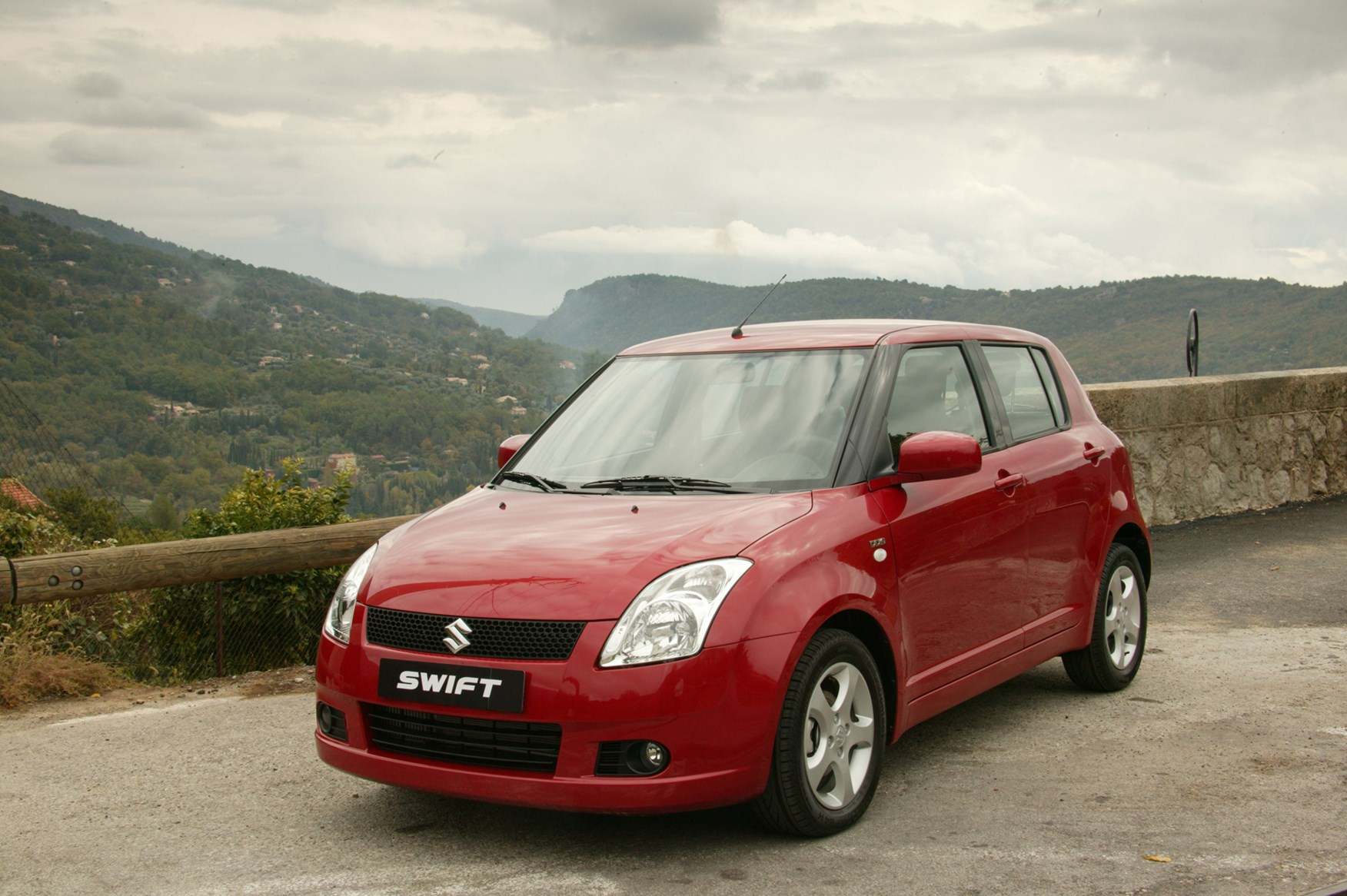 suzuki swift hatchback review 2005 2011 parkers. Black Bedroom Furniture Sets. Home Design Ideas