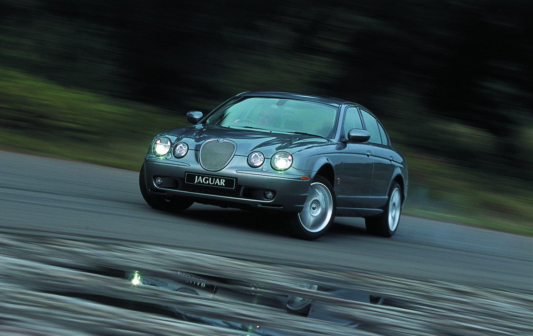 Jaguar S-Type Saloon (1999 - 2007) Driving & Performance | Parkers