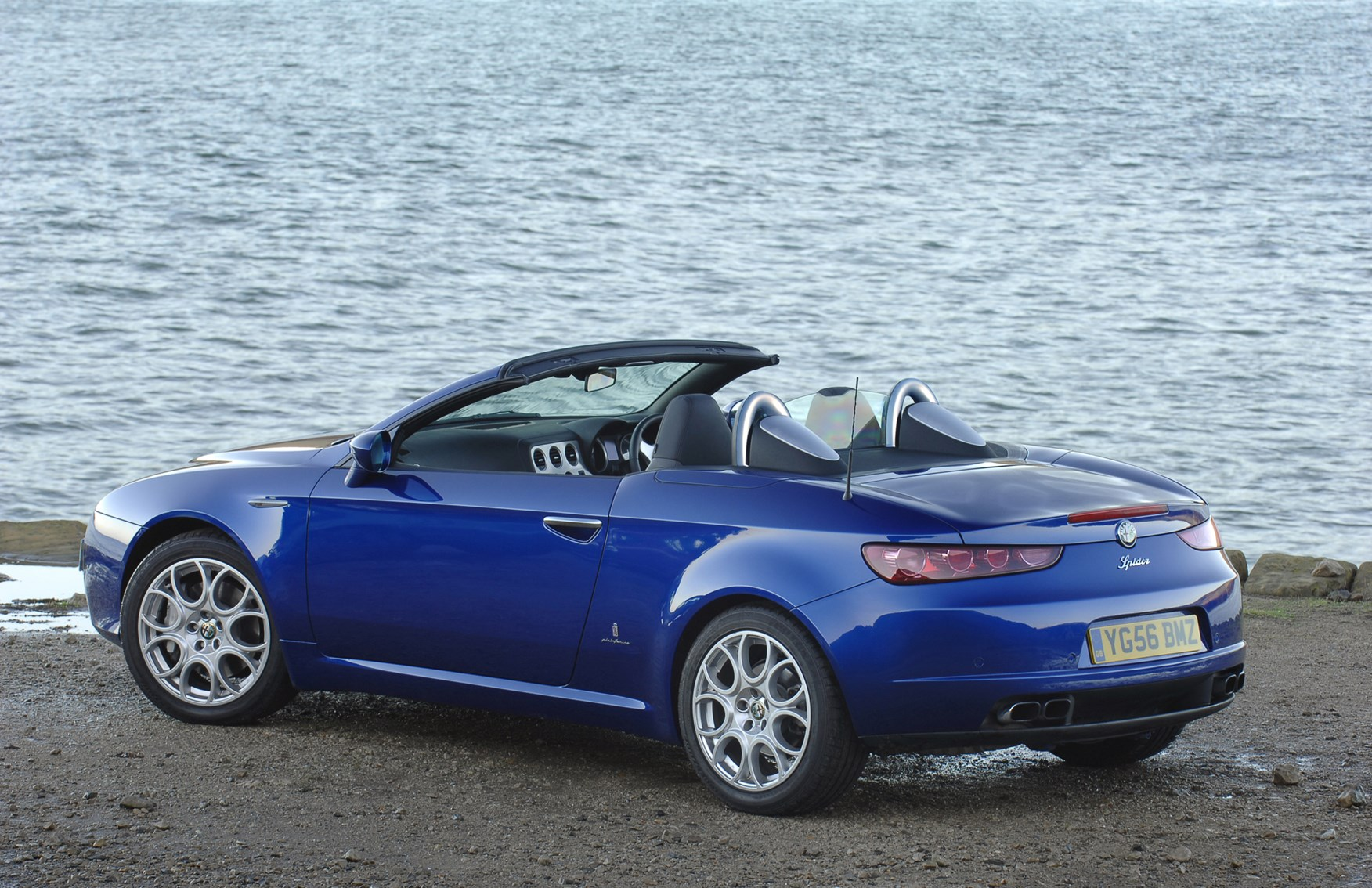 alfa romeo spider convertible review 2007 2010 parkers. Black Bedroom Furniture Sets. Home Design Ideas
