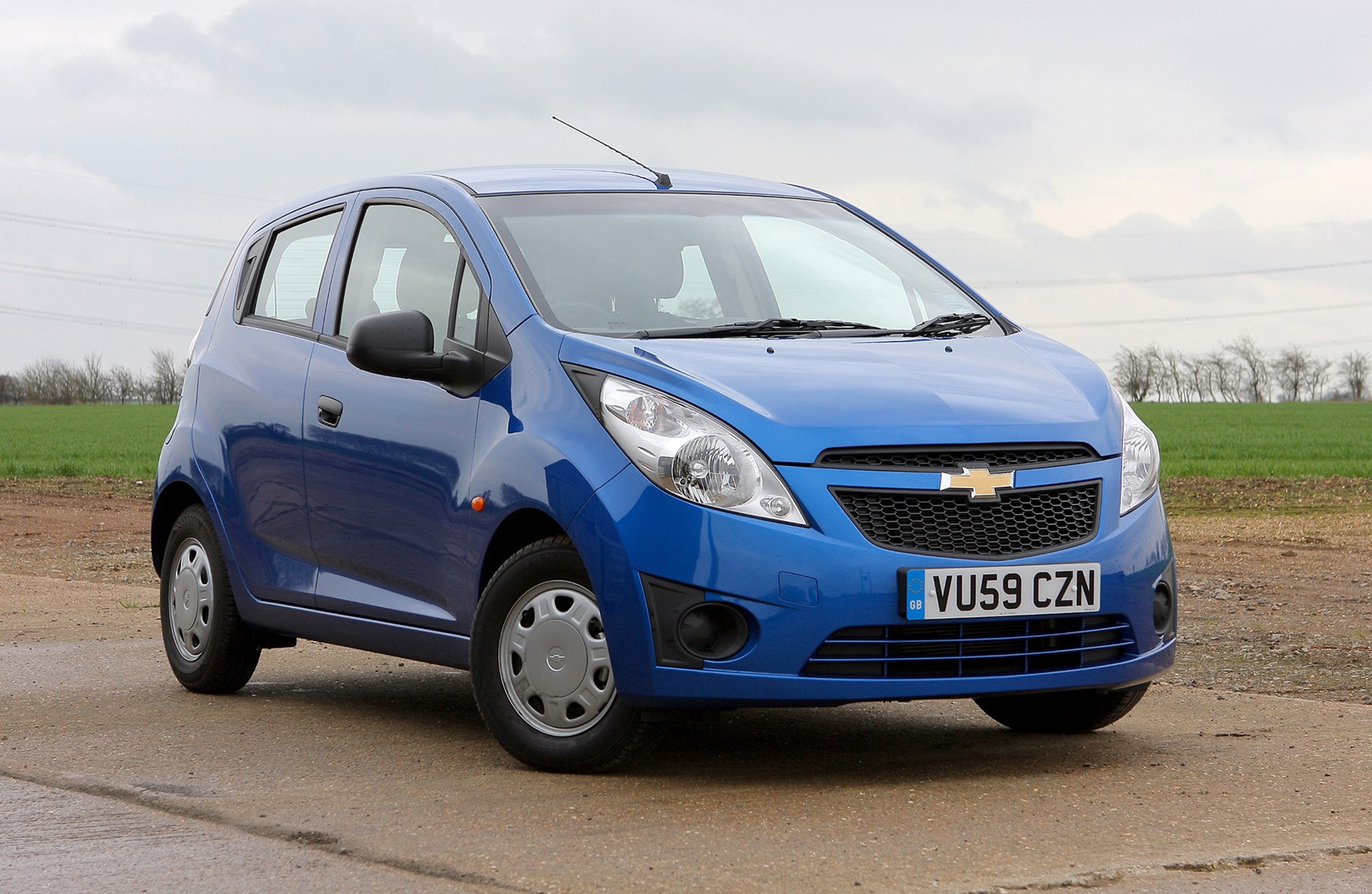 chevrolet spark hatchback review 2010 2015 parkers. Black Bedroom Furniture Sets. Home Design Ideas