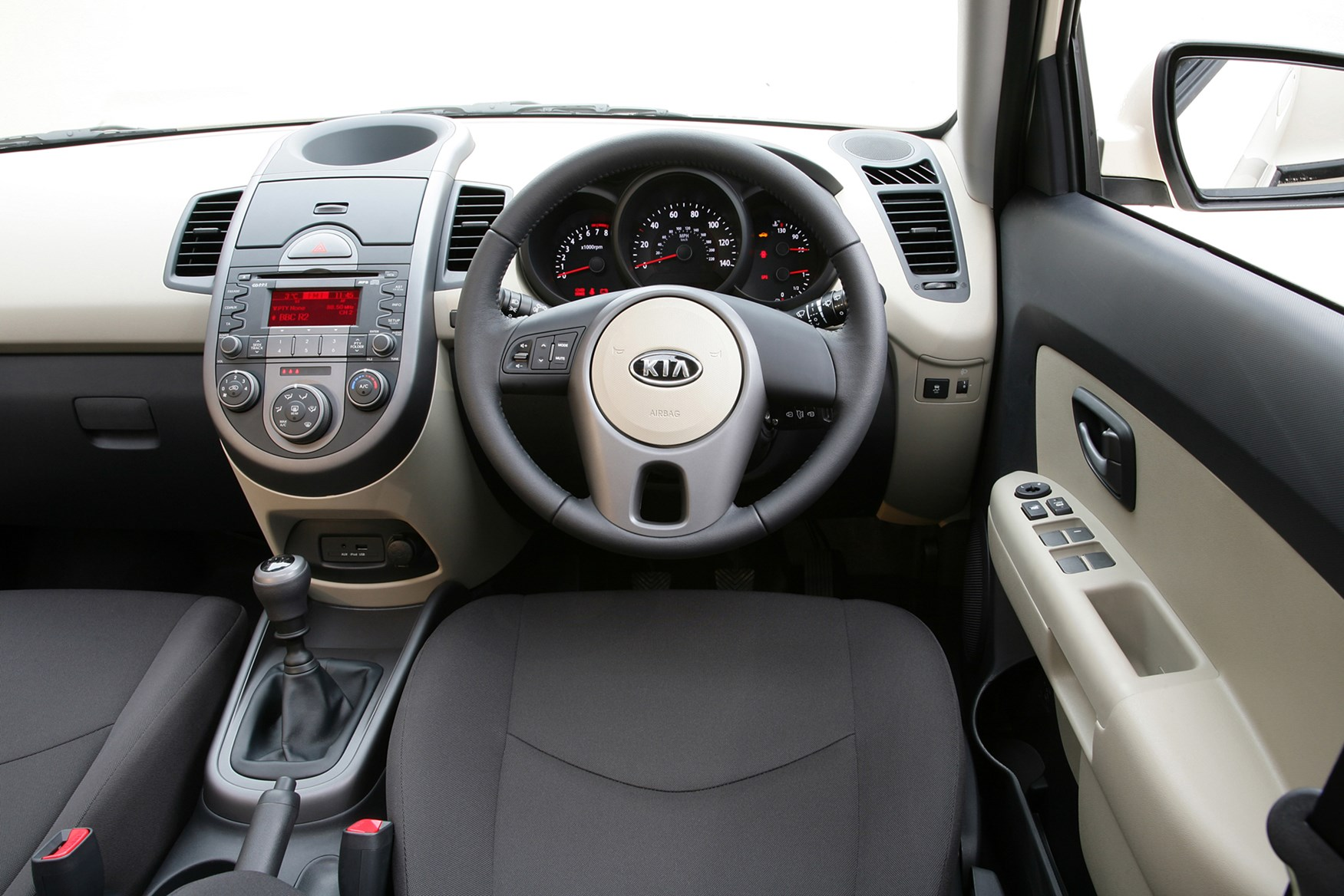 Kia Soul Hatchback 2009 2013 Features Equipment And Accessories Parkers