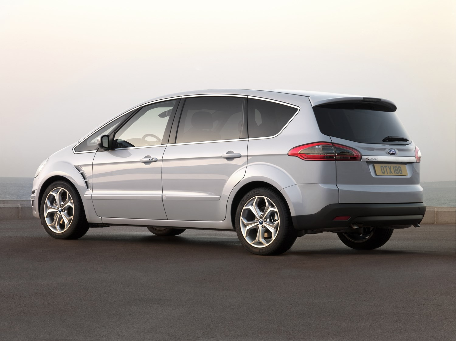 Ford Grand C Max >> Ford S-MAX Estate Review (2006 - 2014) | Parkers