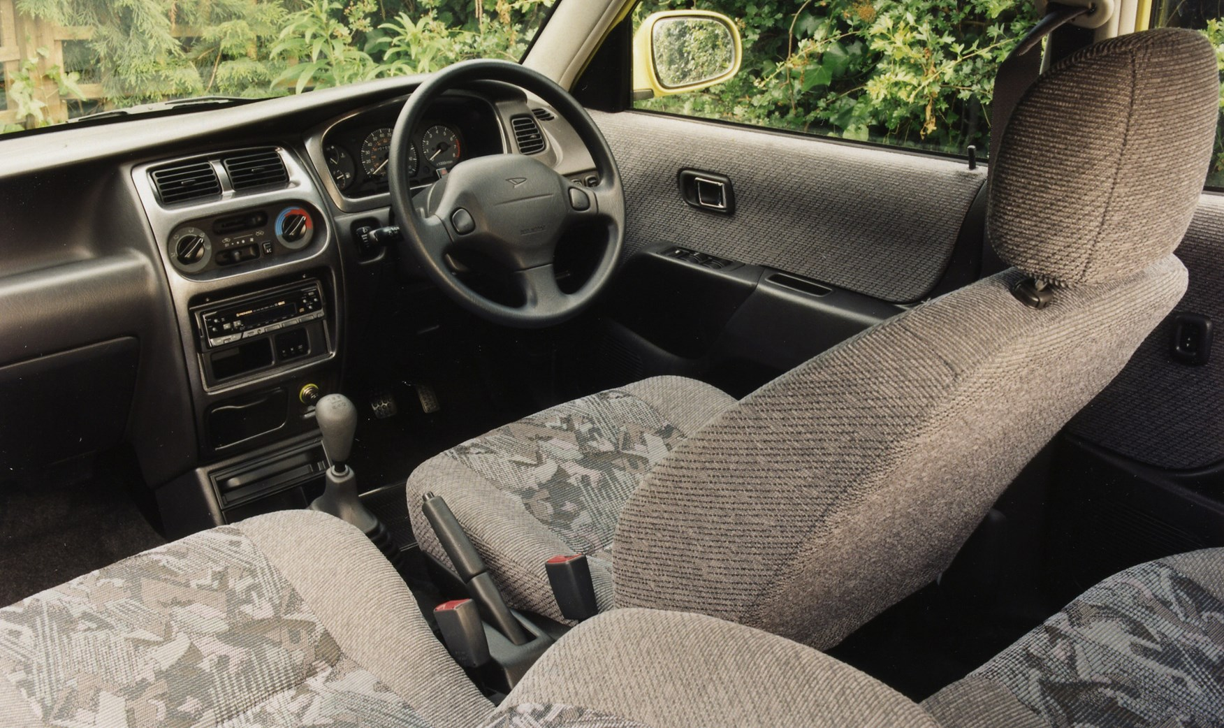 Daihatsu Sirion Hatchback 1998 2005 Features Equipment And Accessories Parkers