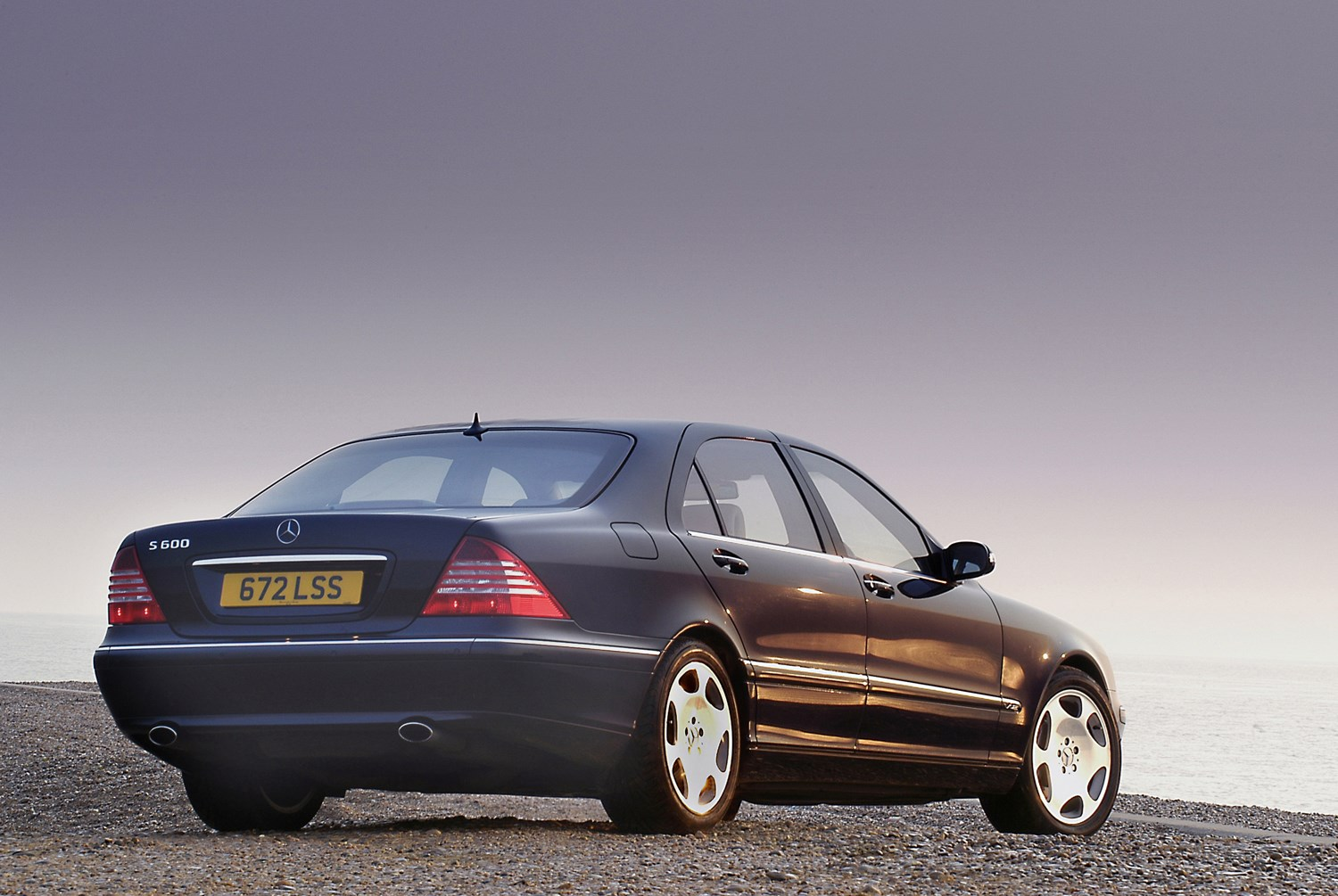 Mercedes benz s class saloon 1999 2005 features for Mercedes benz s class accessories