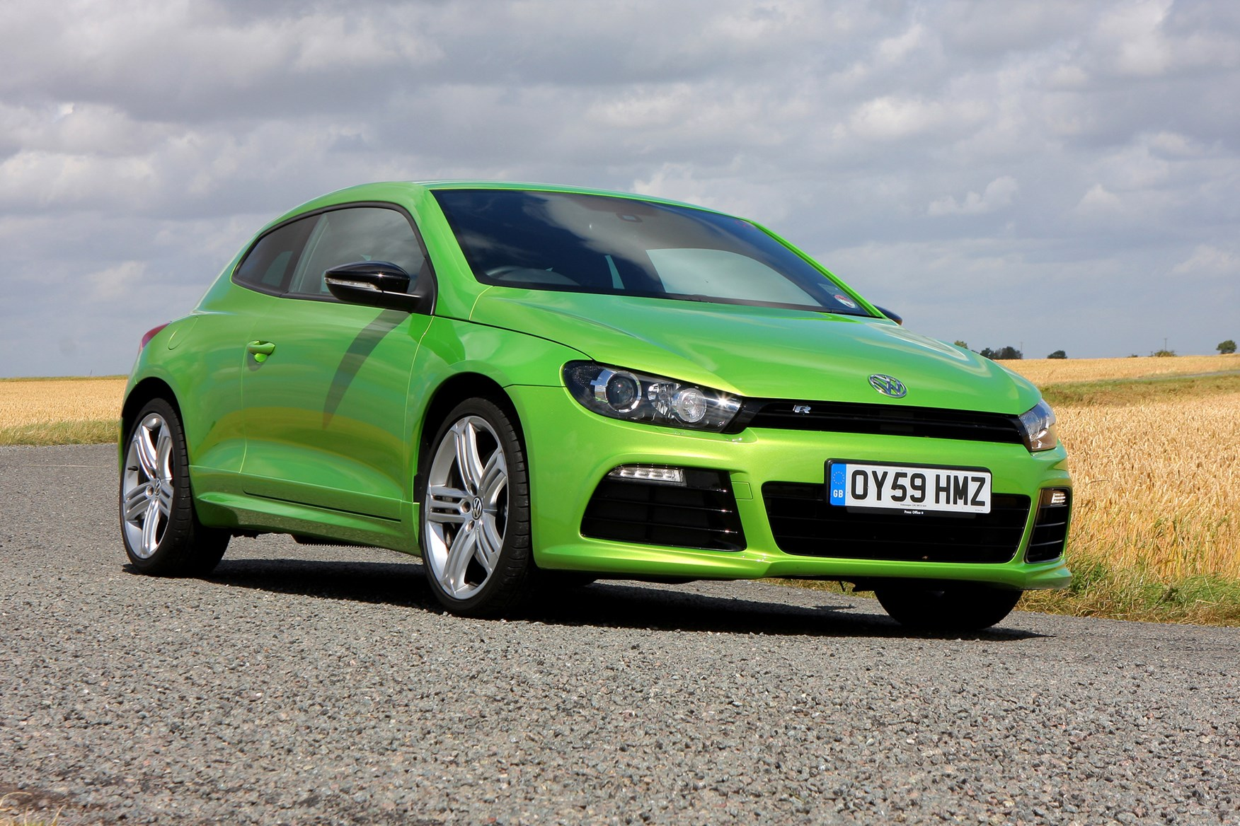 volkswagen scirocco r 2010 features equipment and accessories parkers. Black Bedroom Furniture Sets. Home Design Ideas