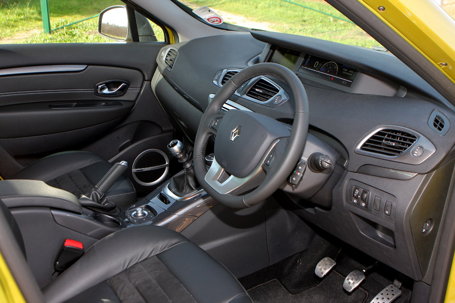 Renault scenic xmod 2013 2015 rivals parkers for Interior renault scenic