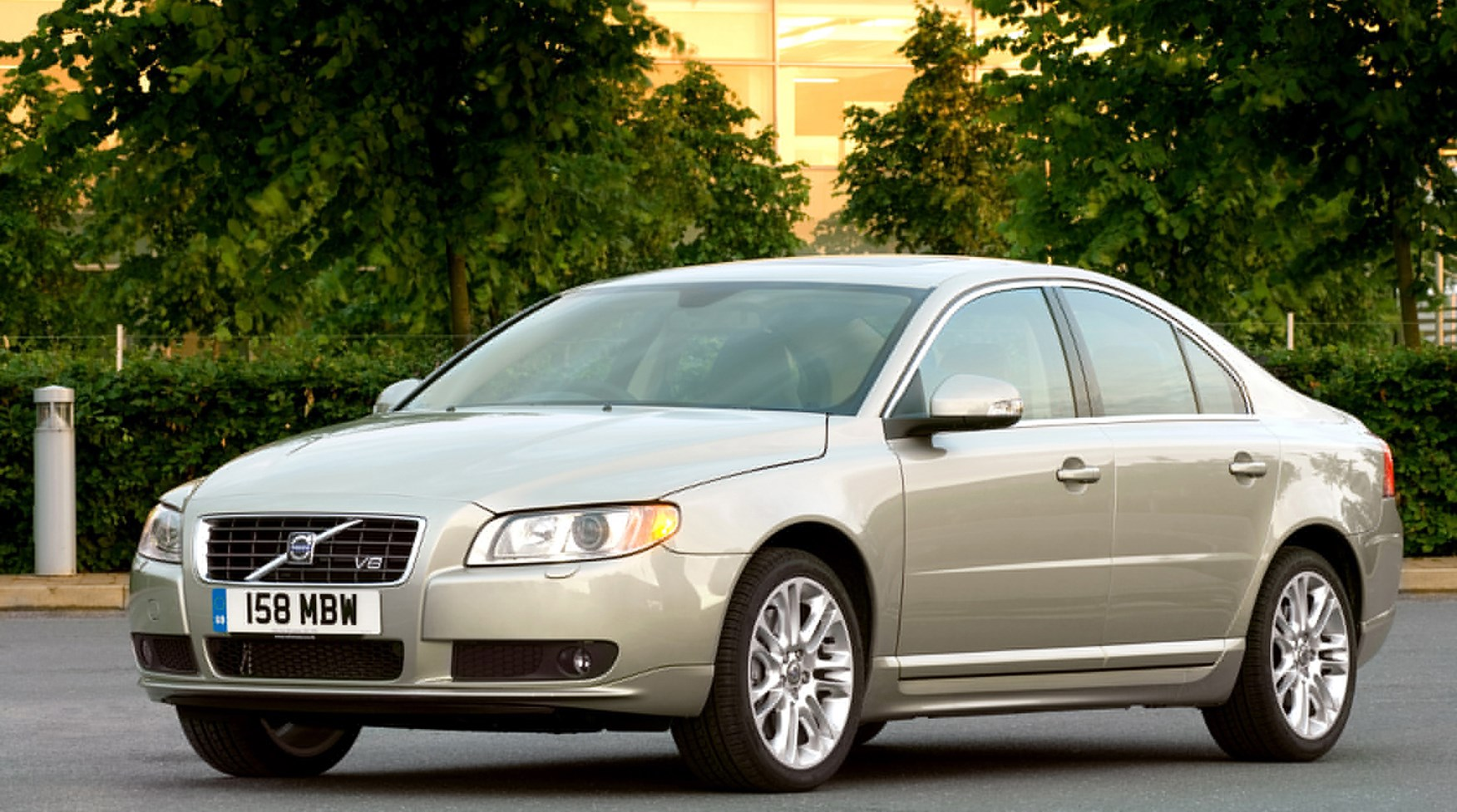 volvo s80 saloon 2006 2016 features equipment and. Black Bedroom Furniture Sets. Home Design Ideas