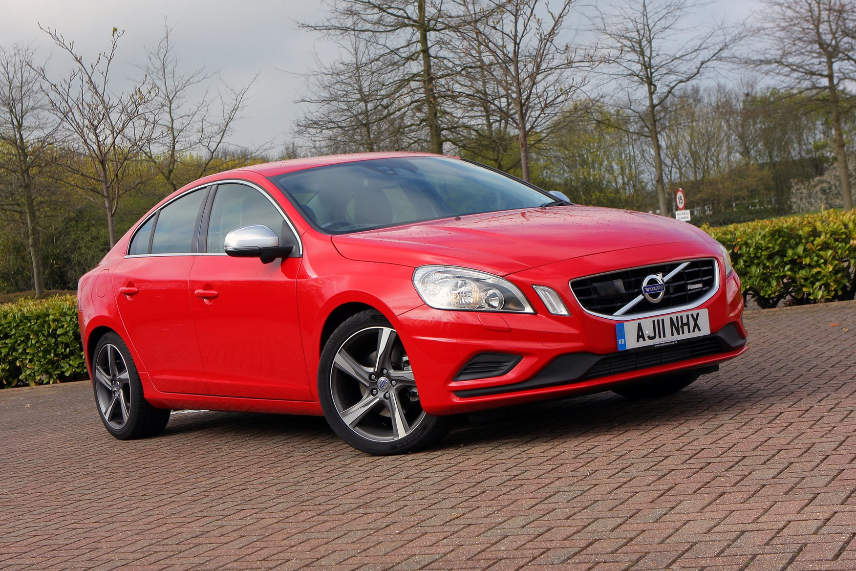 volvo s60 saloon review 2010 parkers