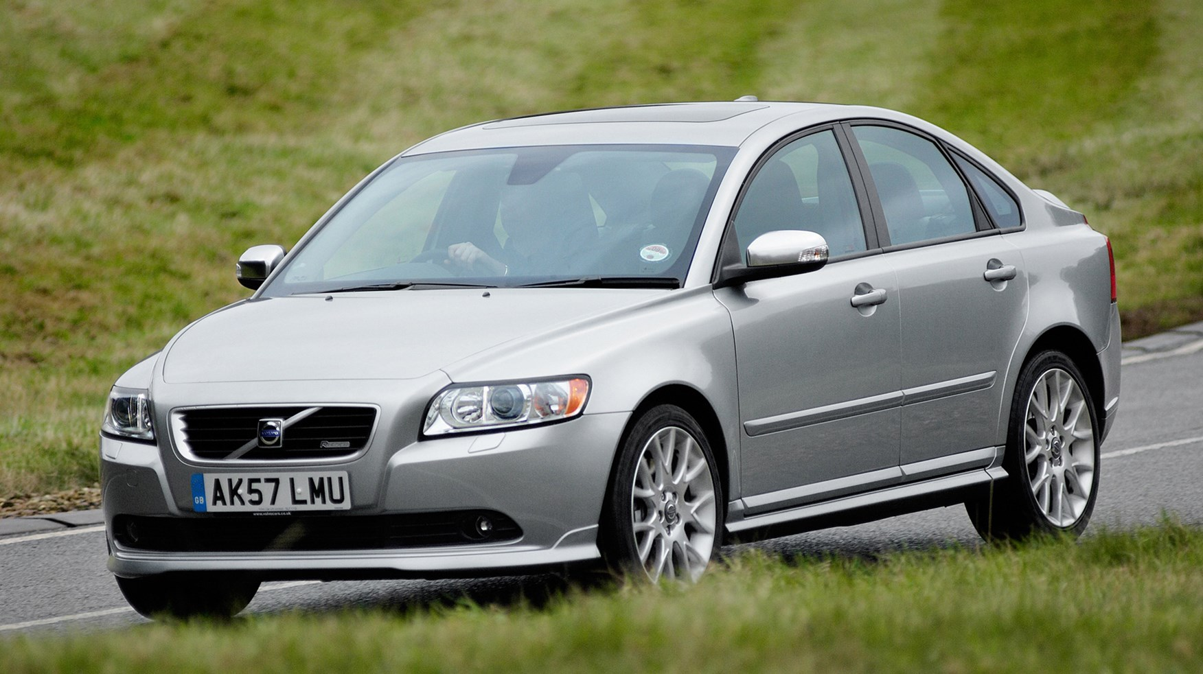 volvo s40 saloon review 2004 2012 parkers. Black Bedroom Furniture Sets. Home Design Ideas