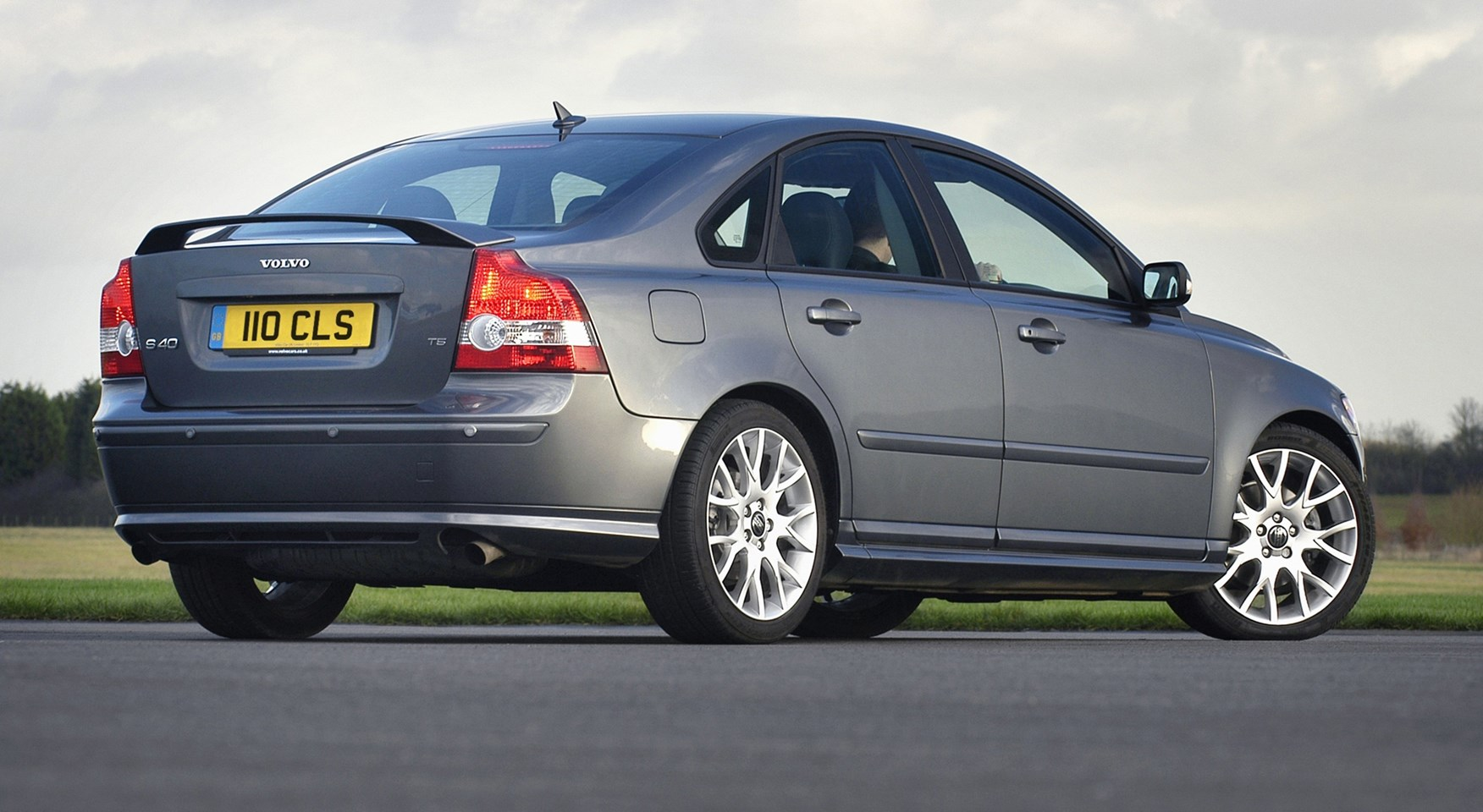 Volvo S40 Saloon 2004 2012 Driving Performance Parkers 2001 Engine Diagram Car Interior Design How Much Is It To Insure