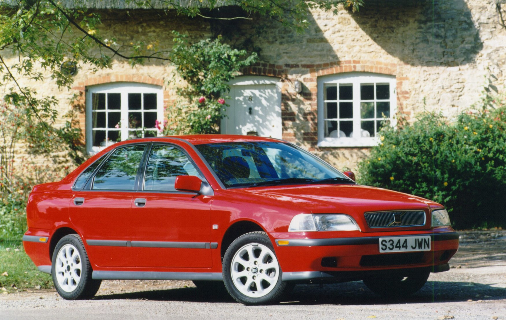 Volvo S40 Saloon (1996 - 2004) Buying and Selling | Parkers