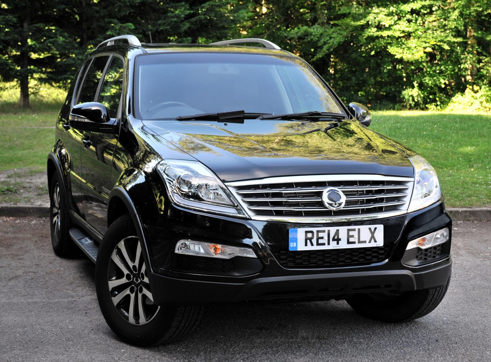 ssangyong rexton w estate 2014 2016 photos parkers. Black Bedroom Furniture Sets. Home Design Ideas
