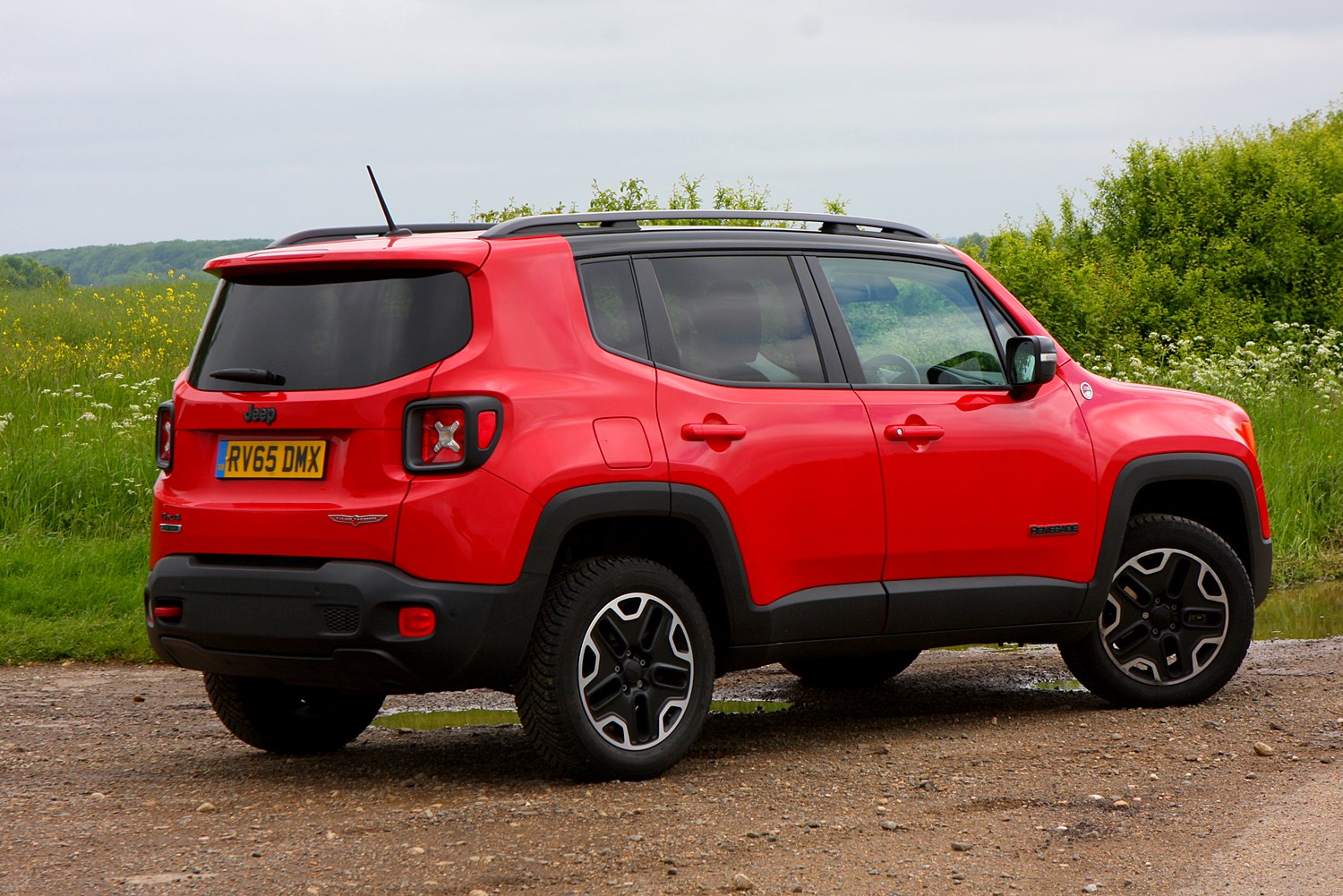jeep renegade 4x4 2015 features equipment and accessories parkers. Black Bedroom Furniture Sets. Home Design Ideas