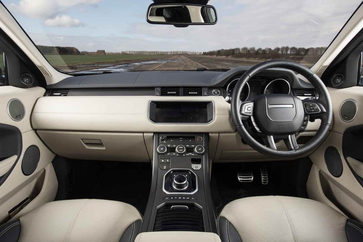 range rover evoque review running costs parkers. Black Bedroom Furniture Sets. Home Design Ideas
