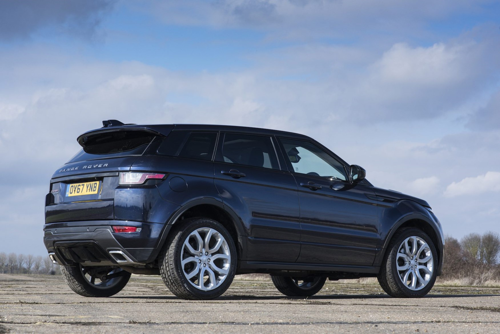 range rover evoque suv review summary parkers. Black Bedroom Furniture Sets. Home Design Ideas