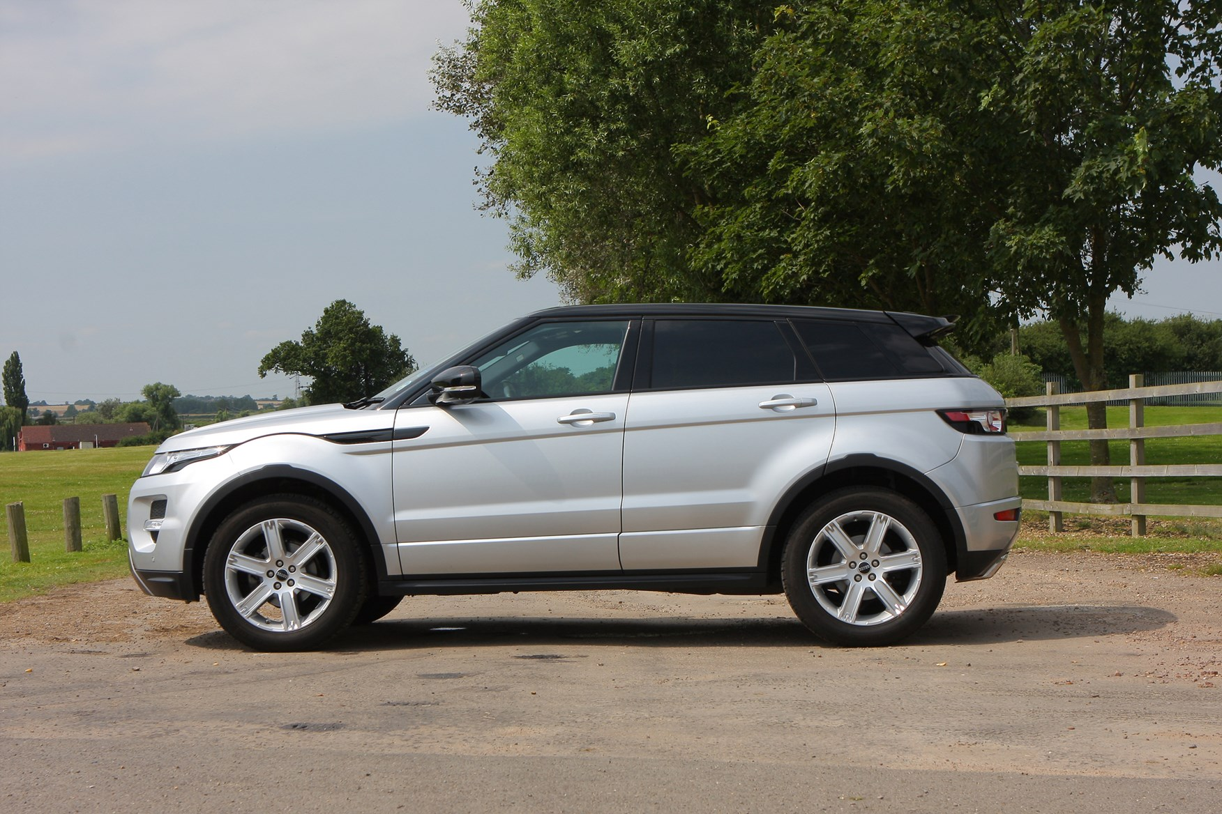 land rover range rover evoque review parkers. Black Bedroom Furniture Sets. Home Design Ideas