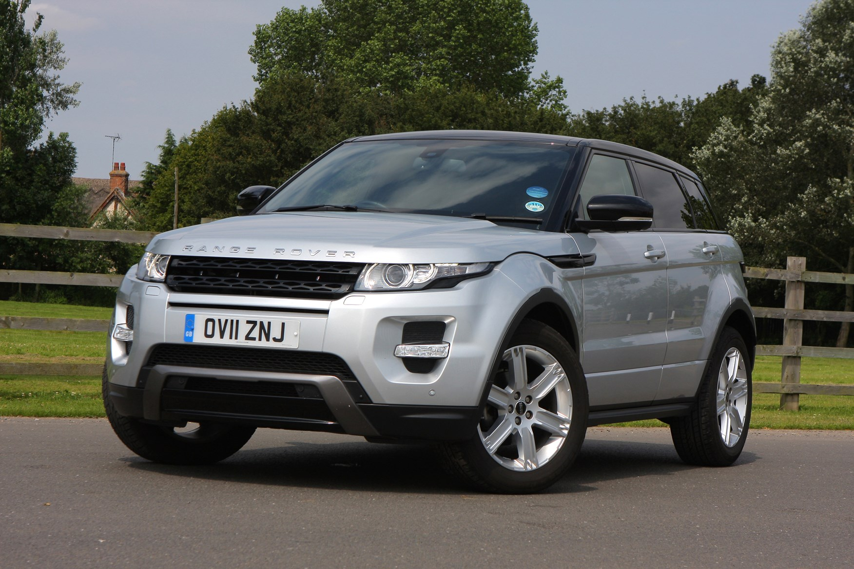 Used land rover range rover evoque for sale parkers for Interieur range rover evoque