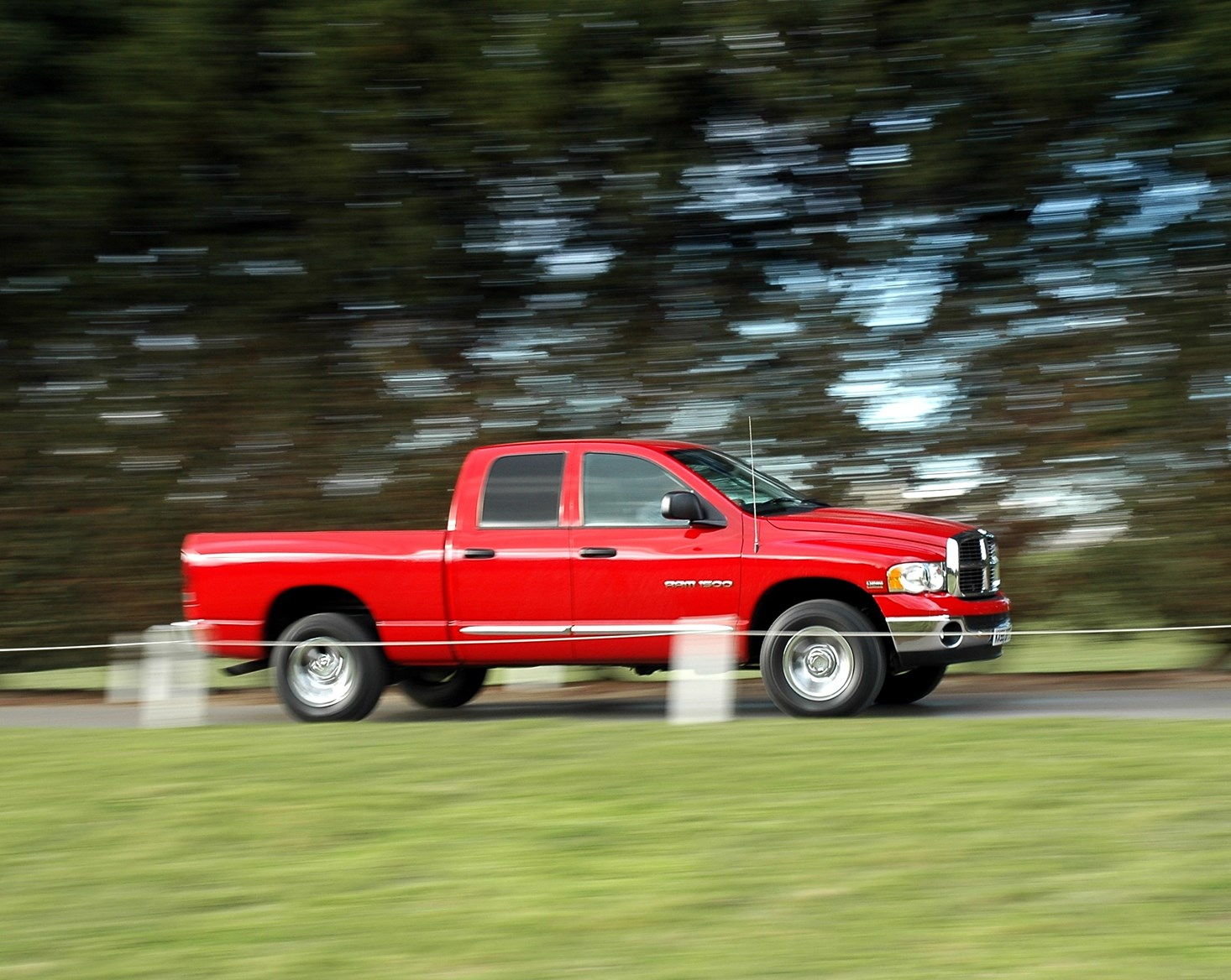 dodge ram v8 laramie 4x4 2005 2007 features equipment and accessories parkers. Black Bedroom Furniture Sets. Home Design Ideas