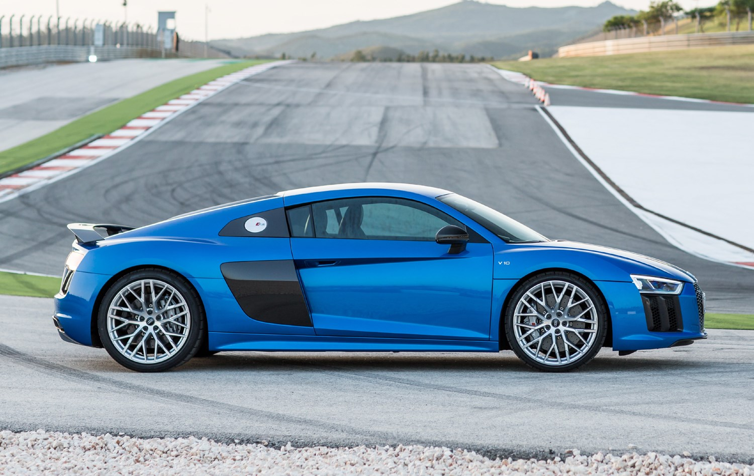 audi r8 coupe 2015 running costs parkers. Black Bedroom Furniture Sets. Home Design Ideas