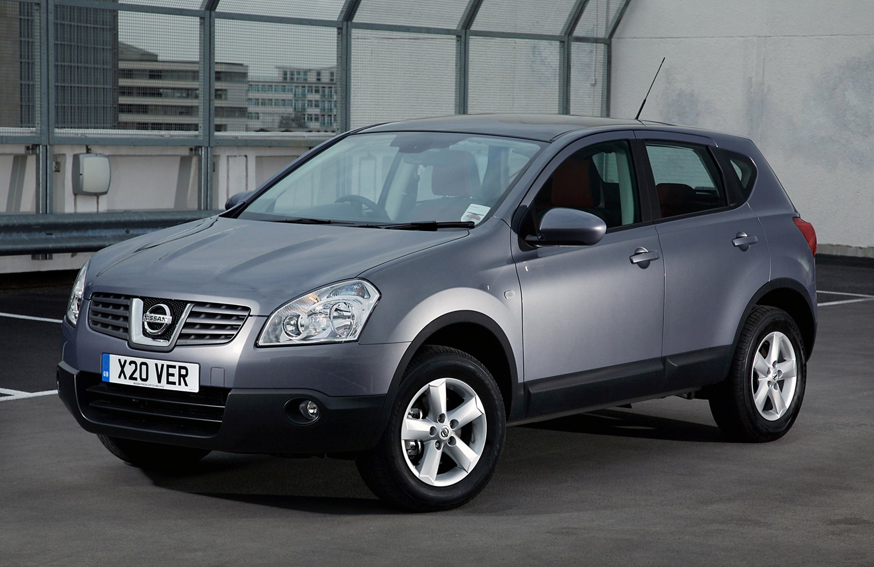 nissan qashqai station wagon 2007 2013 features. Black Bedroom Furniture Sets. Home Design Ideas