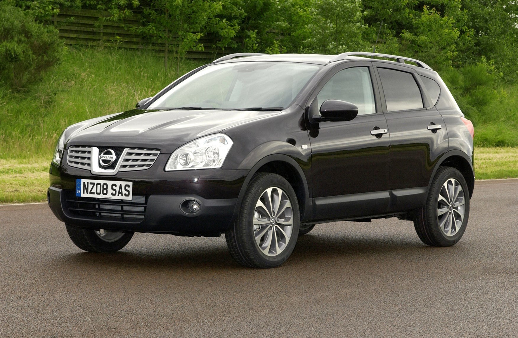 nissan qashqai station wagon review 2007 2013 parkers. Black Bedroom Furniture Sets. Home Design Ideas