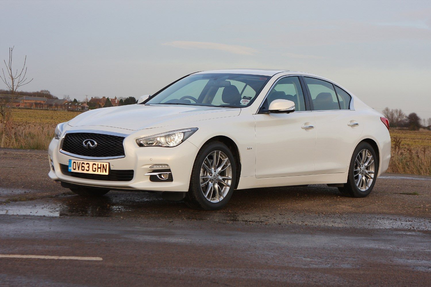 infiniti q50 saloon 2014 running costs parkers. Black Bedroom Furniture Sets. Home Design Ideas