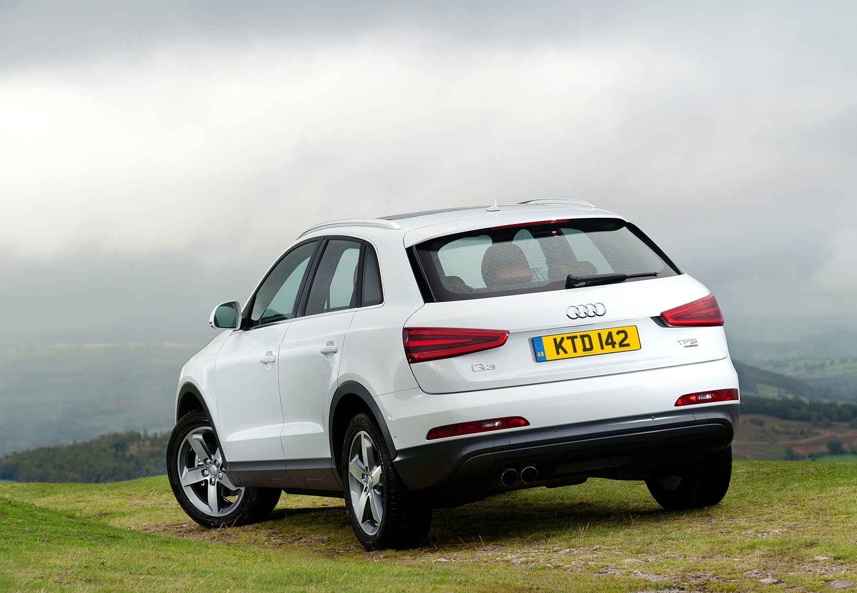 audi q3 estate 2011 features equipment and accessories parkers. Black Bedroom Furniture Sets. Home Design Ideas