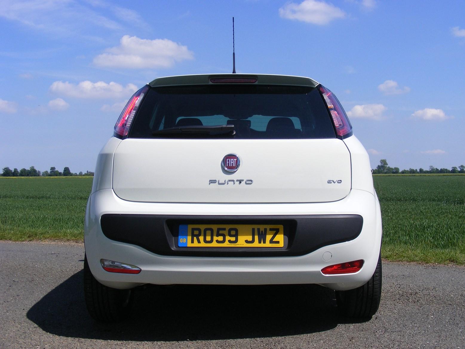 fiat punto evo hatchback review 2010 2012 parkers rh parkers co uk Fiat Cars fiat punto 2005 price guide